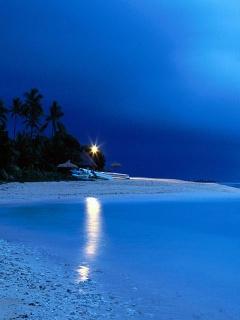 Живописное фото ночного пляжа в тёмно-синих тонах для экрана вашего n95